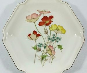 Other - Poppy Flower Gold trim 8 inch Plate Made in Japan